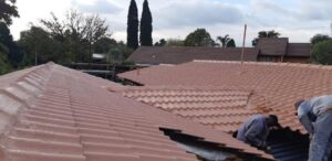 Painting of a waterproofed low pitch tile roof